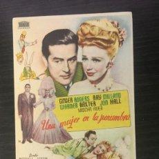 Flyers Publicitaires de films Anciens: UNA MUJER EN LA PENUMBRA - PROGRAMA DE CINE SANT JOAN DE LES ABADESSES C/P 1949. Lote 244796580