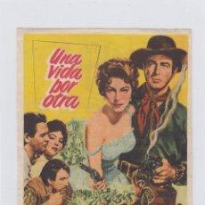 Cine: UNA VIDA POR OTRA. PROGRAMA DE CINE SENCILLO CON PUBLICIDAD. CINE GADES. CÁDIZ.. Lote 245255635