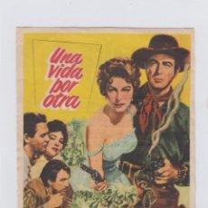 Cine: UNA VIDA POR OTRA. PROGRAMA DE CINE SENCILLO CON PUBLICIDAD. CINE GADES. CÁDIZ.. Lote 245256570