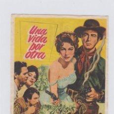Cine: UNA VIDA POR OTRA. PROGRAMA DE CINE SENCILLO CON PUBLICIDAD. CINE GADES. CÁDIZ.. Lote 245267645