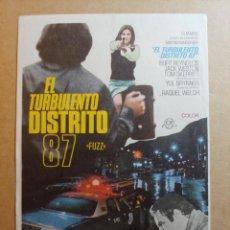 Cine: FOLLETO DE MANO DE LA PELICULA EL TURBULENTO DISTRITO 87. Lote 245937455