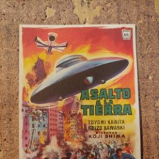 Folhetos de mão de filmes antigos de cinema: FOLLETO DE MANO DE LA PELICULA ASALTO A LA TIERRA. Lote 254563955