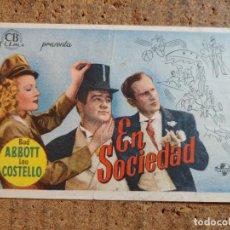 Cine: FOLLETO DE MANO DE LA PELICULA EN SOCIEDAD CON PUBLICIDAD. Lote 255917580