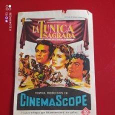 Cine: FOLLETO DE MANO LA TUNICA SAGRADA AÑO 1956 CINE MUNDIAL. Lote 257281125