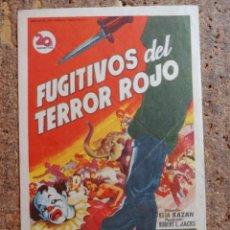 Cine: FOLLETO DE MANO DE LA PELICULA FUGITIVOS DEL TERROR ROJO CON PUBLICIDAD. Lote 259999650