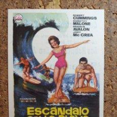 Cine: FOLLETO DE MANO DE LA PELICULA ESCANDALO EN LA PLAYA CON PUBLICIDAD. Lote 260061210