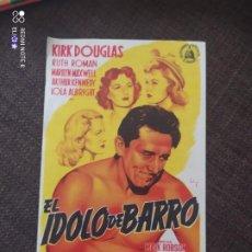 Cine: FOLLETO DE MANO EL IDOLO DE BARRO , KIRK DOUGLAS. Lote 262105310