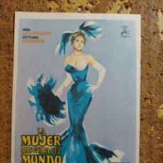Foglietti di film di film antichi di cinema: FOLLETO DE MANO DE LA PELÍCULA LA MUJER MÁS GUAPA DEL MUNDO. Lote 263166815