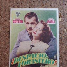 Cine: FOLLETO DE MANO DE LA PELÍCULA DESPACIO FORASTERO CON PUBLICIDAD. Lote 263178145