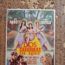 Cine: FOLLETO DE MANO DE LA PELÍCULA DOS CARADURAS CON SUERTE CON PUBLICIDAD. Lote 263183545