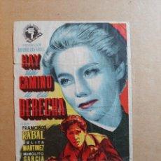 Foglietti di film di film antichi di cinema: FOLLETO DE MANO DE LA PELÍCULA HAY UN CAMINO A LA DERECHA. Lote 264681509