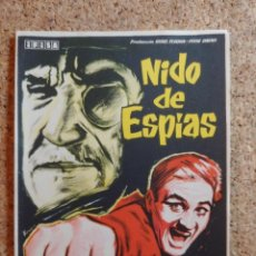 Cine: FOLLETO DE MANO DE LA PELÍCULA NIDO DE ESPIAS. Lote 269345878