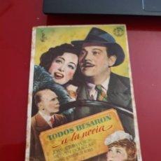 Cine: FOLLETO DE MANO TODOS BESARON A MI NOVIA , JOAN CRAWFORD , 1946. Lote 276182633