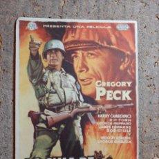 Cine: FOLLETO DE MANO DE LA PELICULA LA CIMA DE LOS HEROES CON PUBLICIDAD. Lote 276489158
