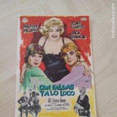 Folhetos de mão de filmes antigos de cinema: FOLLETO DE MANO CON FALDAS Y A LO LOCO , MARILYN MONROE ,. Lote 277749223