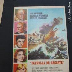 Cine: FOLLETO DE MANO PATRULLA AL RESCATE , YUL BRYNNER , 1965. Lote 278543278