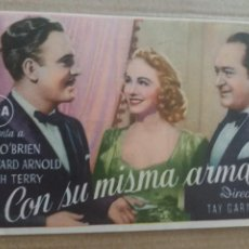 Cine: CON SU MISMA ARMA CON PUBLICIDAD CINE MUNICIPAL CÁDIZ. Lote 278609688
