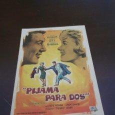 Foglietti di film di film antichi di cinema: PROGRAMA DE MANO ORIG - PIJAMA PARA DOS - CON CINE DE CÁCERES IMPRESO AL DORSO. Lote 283198163