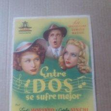 Cine: ENTRE DOS SE SUFRE MEJOR. Lote 288369078