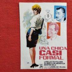 Cine: DOS FOLLETO DE MANO: ANVERSO: UNA CHICA CASI PERFECTA. REVERSO: EL DIOS DORMILÓN Y EL CACHORRO DESPI. Lote 289305028