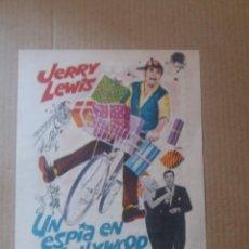 Folhetos de mão de filmes antigos de cinema: UN ESPIA EN HOLLYWOOD CON PUBLICIDAD CINE CAPITOL MÁLAGA. Lote 290654763