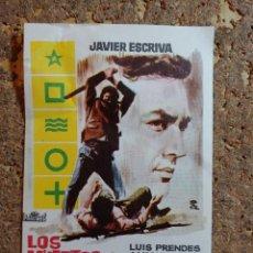 Cine: FOLLETO DE MANO DE LA PELICULA LOS MUERTOS NO PERDONAN. Lote 294815048