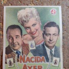 Cine: FOLLETO DE MANO DE LA PELICULA NACIDA AYER. Lote 295309608