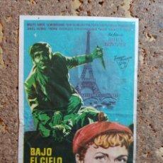 Cine: FOLLETO DE MANO DE LA PELICULA BAJO EL CIELO DE PARIS CON PUBLICIDAD. Lote 295338713