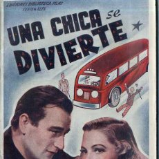 Cine: JOHN WAYNE : UNA CHICA SE DIVIERTE. Lote 103077903