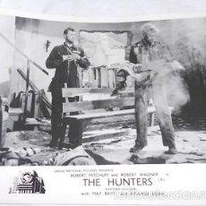 Cine: FOTOGRAMA DE THE HUNTERS, CON ROBERT MITCHUM Y ROBERT WAGNER. Lote 55351093