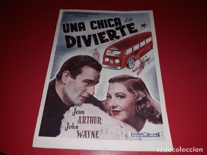 UNA CHICA SE DIVIERTE CON JOHN WAYNE .ARGUMENTO NOVELADO CON MUCHAS FOTOGRAFIAS. 1943 (Cine - Foto-Films y Cine-Novelas)