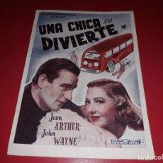 Cine: UNA CHICA SE DIVIERTE CON JOHN WAYNE .ARGUMENTO NOVELADO CON MUCHAS FOTOGRAFIAS. 1943. Lote 217729585