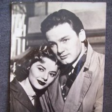 Cine: FOTO DE ROBERTO RIZO Y ANN SHIRLEY F.A.G. (ESCRITA 1958, PEQUEÑO ROTO UN LADO). Lote 12475182