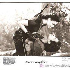 Cine: F10139D GOLDENEYE JAMES BOND 007 PIERCE BROSNAN FAMKE JANSEN FOTO ORIGINAL B/N INGLESA. Lote 13826762