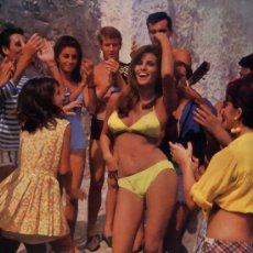 Cine: RAQUEL WELCH 18 SEXY LOBBY CARD ORIGINALES Y ESPECTACULARES DEL FILM DE 1967 GUAPA INTREPIDA Y ESPIA. Lote 25043015