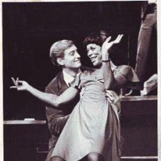 Cinema: DANCE, CHARLES & GELZER, HELEN (IRMA LA DOUCE. 1979)_ALASTAIR MUIR. Lote 33000264
