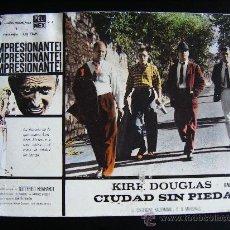 Cine: FOTOCROMO CARTÓN DURO, KIRK DOUGLAS EN CIUDAD SIN PIEDAD, PELI MEX, C. KAUFMANN, E.G MARSHALL, 39X29. Lote 33237500