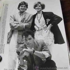 Cine: MOLLY RINGWALD ANDREW MCCARTHY HARRY DEAN STANTON FOTO ORIGINAL DE LA CHICA DE ROSA. Lote 35103956