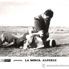 Cinema: LA MONJA ALFEREZ FOTO EN B/N ORIGINAL DEL ESTRENO DE LA PELICULA ESPAÑOLA MEDIDA 25X18. Lote 35392661
