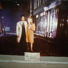 Cine: LOS PARAGUAS DE CHERBURGO JACQUES DEMY CATHERINE DENEUVE FOTOCROMO ORIGINAL EN CARTON DURO. Lote 35882261