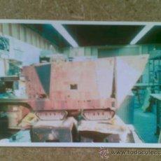 Cine: FOTO DE LA MAQUETA DEL VEHÍCULO DE LOS JAWAS DE LA GUERRA DE LAS GALAXIAS (STAR WARS).. Lote 37096190
