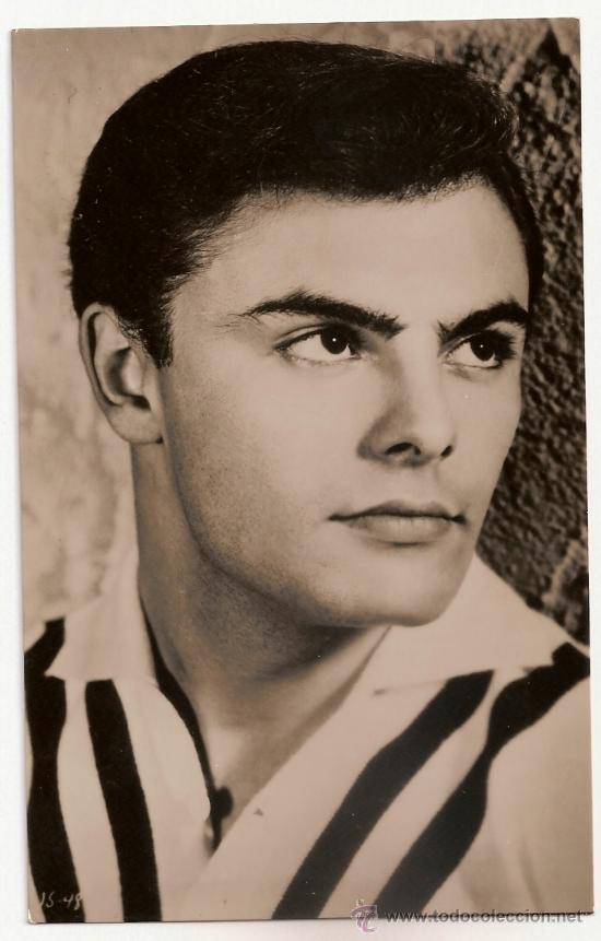 FOTO POSTAL DE JOHN SAXON EN MAMA NOS COMPLICA LA VIDA AÑOS 50- 60 (Cine - Fotos y Postales de Actores y Actrices)