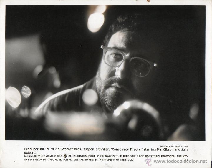 FOTOGRAFÍA ORIGINAL JOEL SILVER WARNER BROS CONSPIRACY THEORY ANDREW COOPER RICHARD DONNER 1997 (Cine - Fotos y Postales de Actores y Actrices)