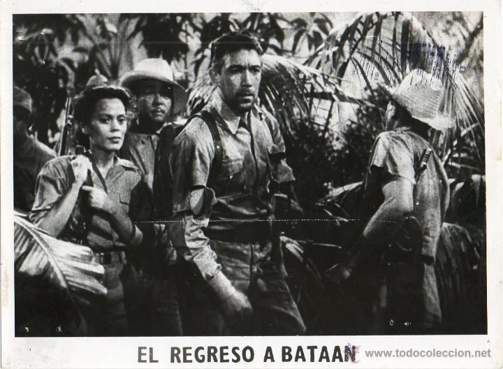 FOTOGRAFÍA DE RE-ESTRENO BACK TO BATAAN EDWARD DMYTRYK BEULAH BONDI ANTHONY QUINN (Cine - Fotos y Postales de Actores y Actrices)