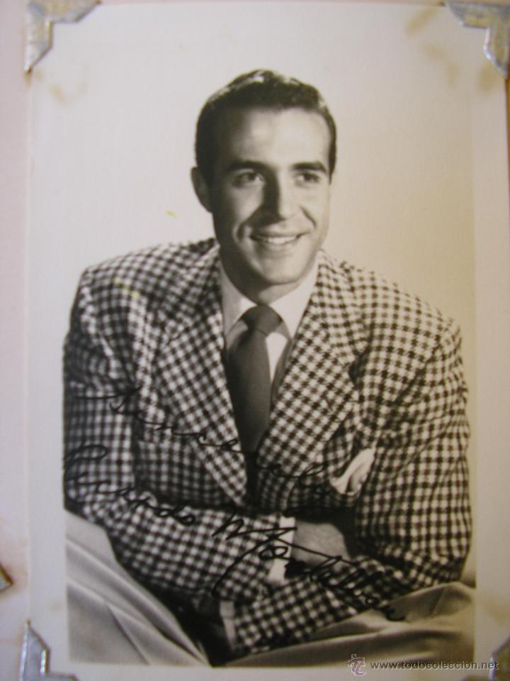 FOTO DE RICARDO MONTALBAN - 9 CM X 14 CM - BLANCO Y NEGRO - AUTOGRAFIADA (DÉCADA DE 1950) (Cine - Fotos y Postales de Actores y Actrices)