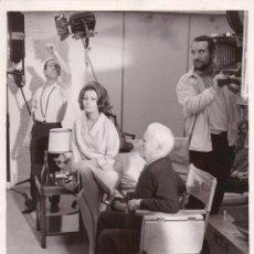 Cine: FOTOGRAFIA ORIGINAL CHARLES-CHARLIE CHAPLIN Y SOFIA LOREN,AÑO 1967,DIRECTOR CINE-CHARLOT,INVERSION. Lote 43267166