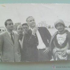 Cine: FOTO ORIGINAL DEL PRINCIPE D. JUAN CARLOS , ANTHONY MANN Y SAINZ DE HEREDIA EN EL RODAJE DE EL CID. Lote 48562259