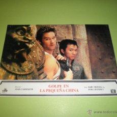 Cine: LOTE 2 FOTOCROMOS GOLPE EN LA PEQUEÑA CHINA JOHN CARPENTER KURT RUSSELL FOTOCROMO CINE. Lote 54270940