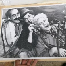 Cine: HERMANOS MARX GROUCHO CHICO HARPO FOTO CARTEL ORIGINAL B/N AMERICANA GRAN TAMAÑO 40 X 30 (REF-PEÑ1). Lote 84839128