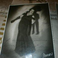 Cine: FOTOGRAFIA CARMEN NAVASCUES LA ARTISTA DE LOS OJOS INMENSOS AÑO 1934 FIRMADA Y DEDICADA 33 X 27 CM. . Lote 85264488